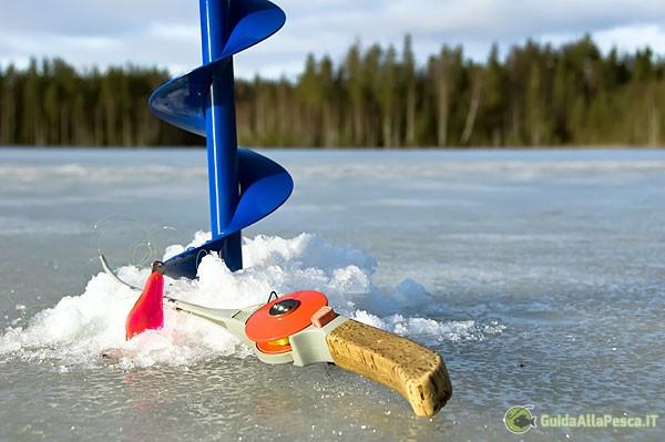 attrezzatura-per-la-pesca-sui-laghi-ghiacciati